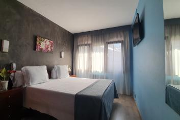 Triple room with one double bed and one single bed.
